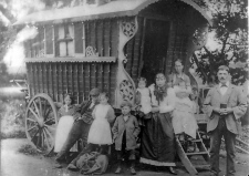 Roma Gypsy wagon - Picture from UK c. 1910 (Bexley Local Studies and Archives Centre of Gypsies).