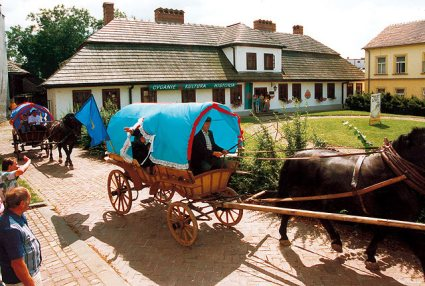 Roma Gypsy wagon-houses at Tarnow Muzeum, Poland  |  Click for image.